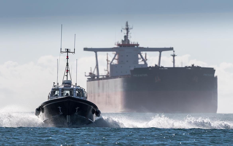 Photographie Brest - Pilote de mer et supertanker