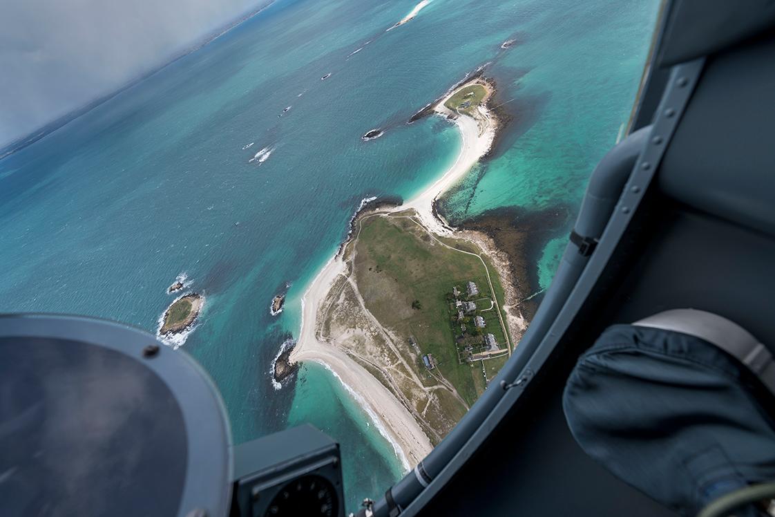 Photographie d'un phare en Bretagne à partir d'un avion