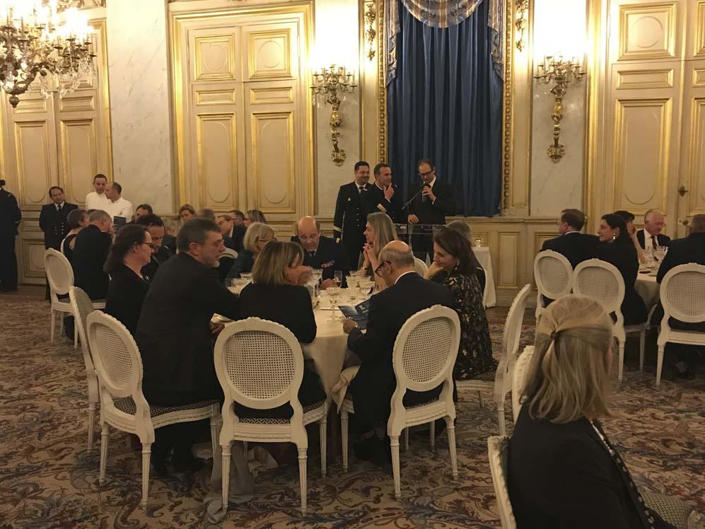 Vente de charité de photos à Paris