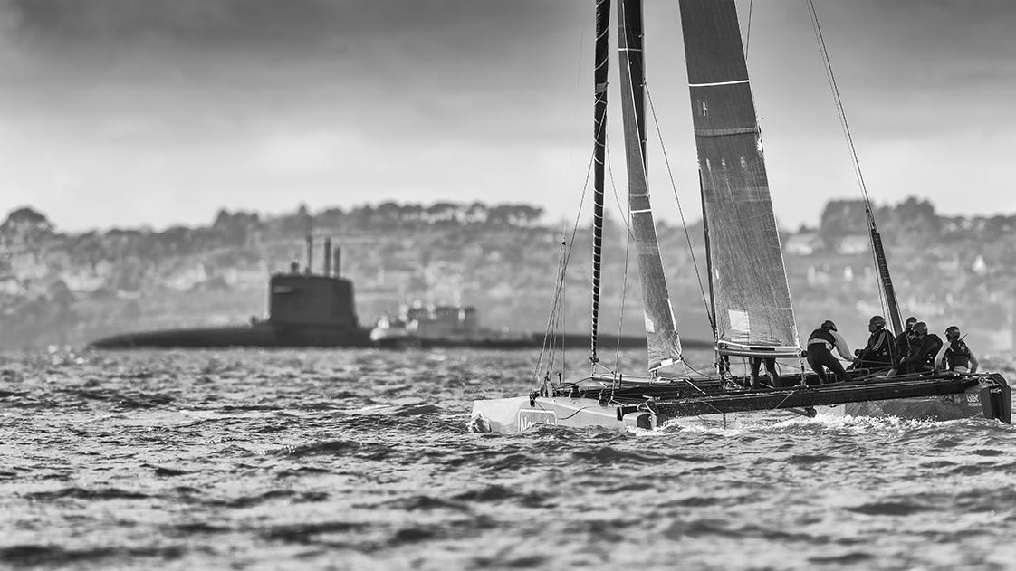 Photographie en mer d'un voilier gc32 en rade de Brest